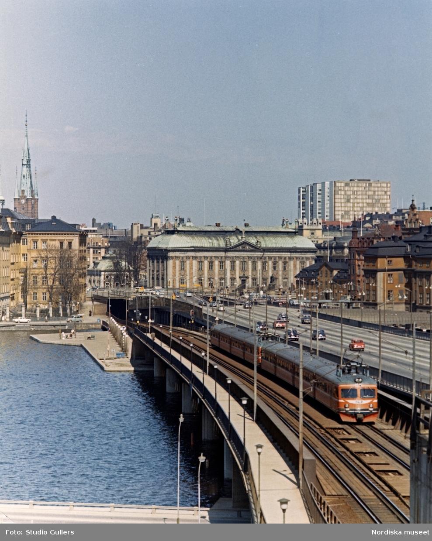 Stockholm. Vy över Centralbron med Tegelbacken i bakgrunden.