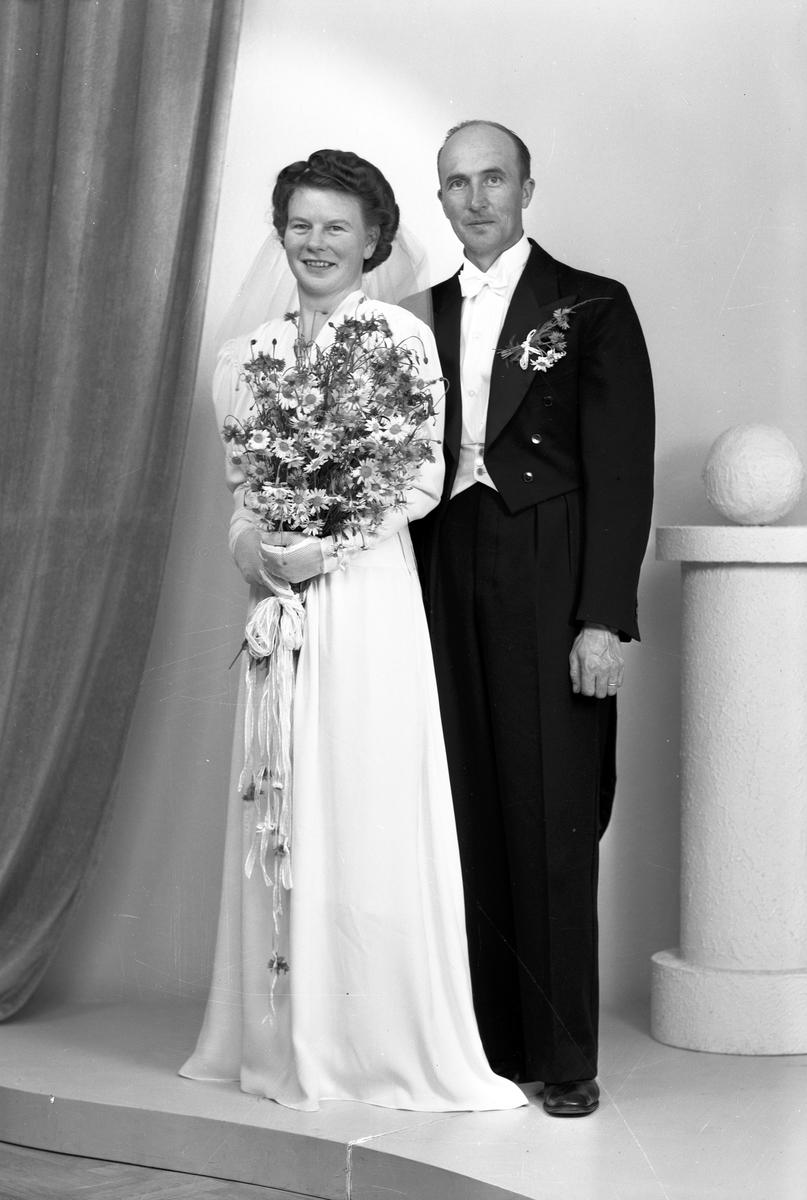 Brudpar Erik Eriksson, Box 1808 Västermalm, Falun. 22 juni 1946.