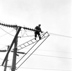 Transformatorstationen i Granlo, linjearbetare i arbete, ext