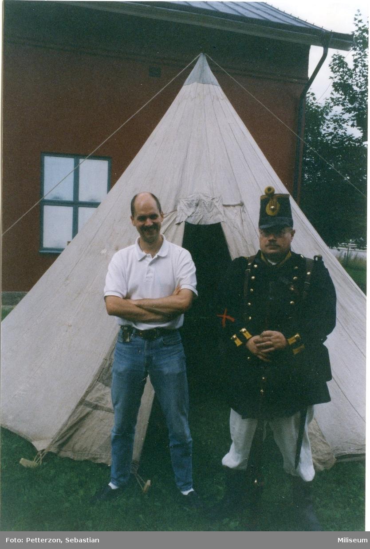 Engkvist, Sven och Anders Palm. Framför manskapstält.