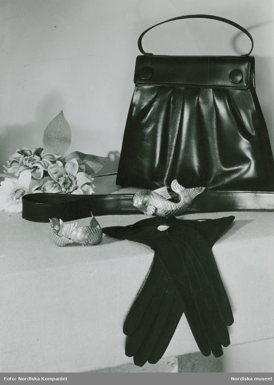 Modevaror Accessoarer. Handväska, handskar, skärp och