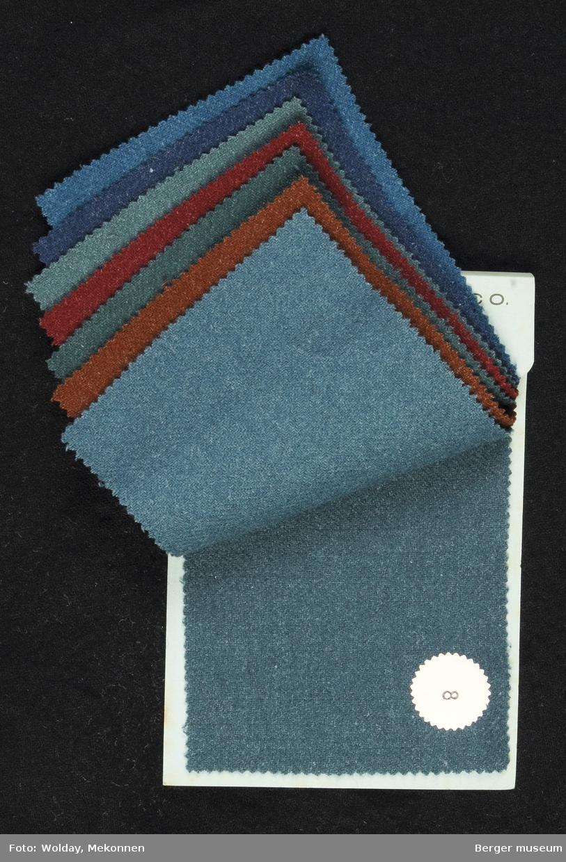 Prøvebok med 8  prøver Drakt/kjole Kvalitet  439 Stykkfarget