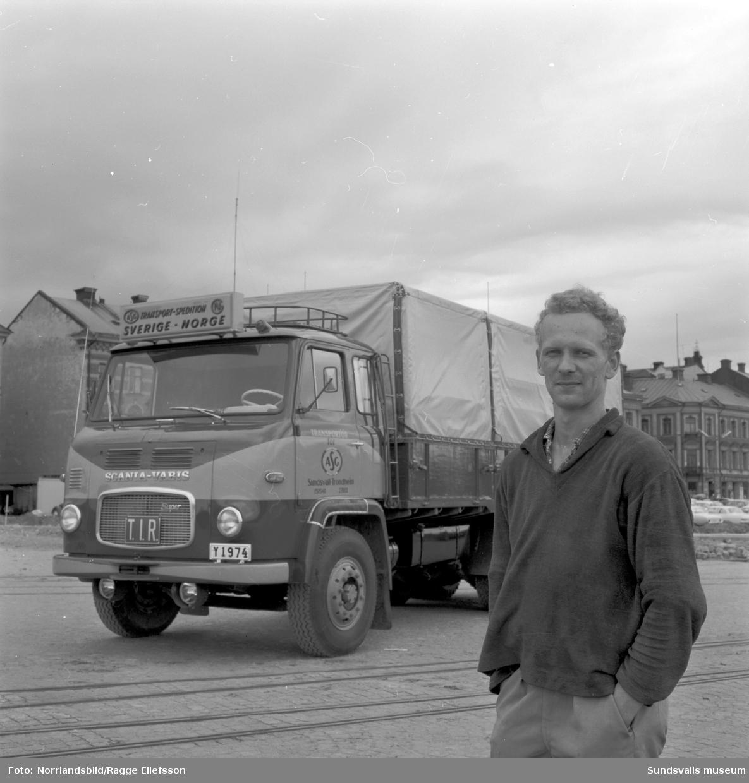 Lastbil för TIR-besiktning, fotograferad i hamnen med Roger Forsberg, Bil & Buss.