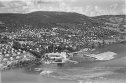 Flyfoto, Lillehammer, oversiktsbilde mot øst, Mesna Kartongf