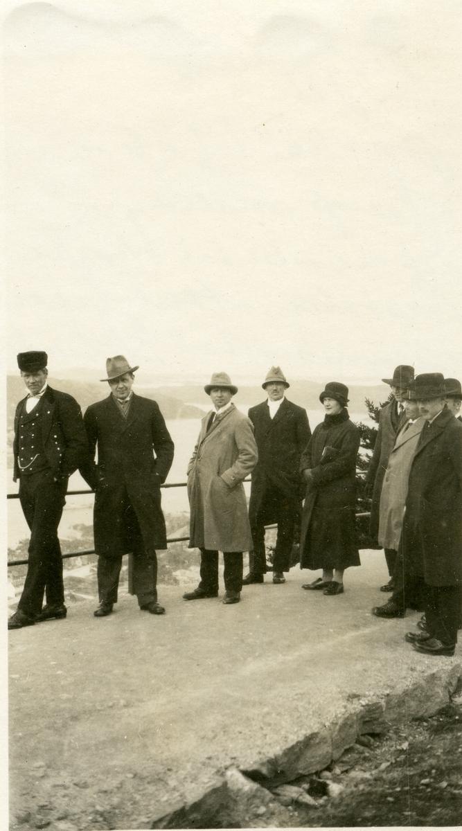 Knut Hermundstad nr 3 frå venstre på Fløyfjellet i Bergen i 1926 til samans med Noregs Mållag.