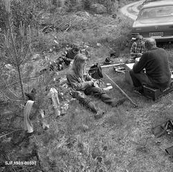 Tømmerfløtere som arbeidet ved elva Søndre Osa i Åmot våren
