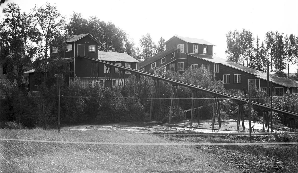 Långnäs anrikningsverk togs i bruk 1910, men brann ner 1935. Nyängsgruvans Anriktningsverk.