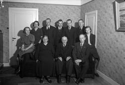 """""""Fru Pettersson 60 år"""", grupp i hemmet i Storvreta, Uppland"""