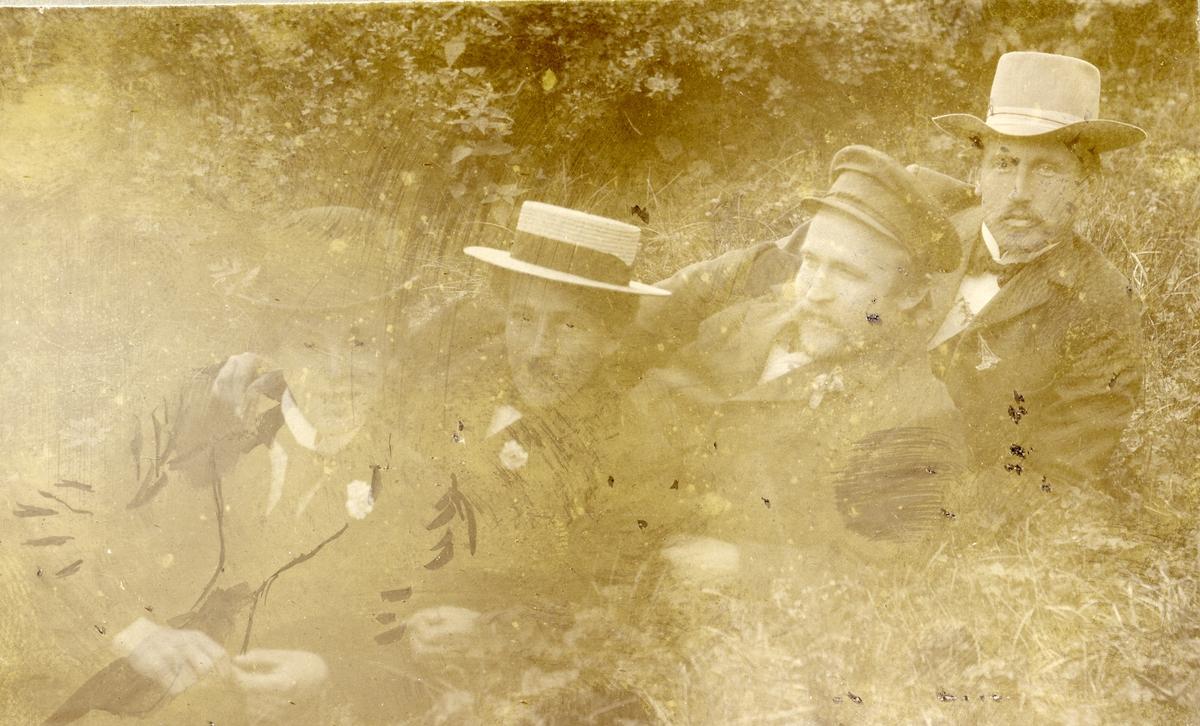 Kristian og Hans Knudsen og Ola og Olaus Islandsmoen på Liffengren 1903.