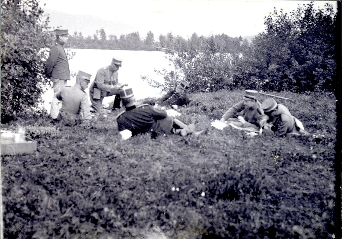 Matrast vid sjö (7 man).