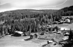 Lillehammer, Fåberg med gården Besserud. I bakgrunnen Dølden