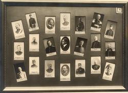 Kollage av officersporträtt i tavelram.