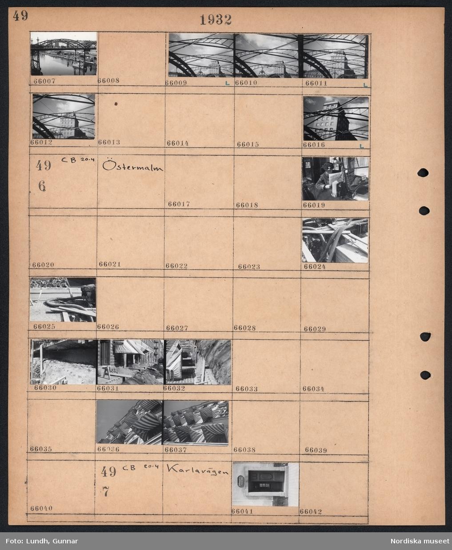 """Motiv: S:t Eriksbron; Stadsvy med bro.  Motiv: Östermalm; En man sitter i en bil med taxameter och skylt """"Ledig"""" och läser en tidning, uppgrävd gata med rör, gatuvy med uppgrävd gata, fasad med markiser.  Motiv: Karlavägen; Detalj av hus med port med skylt """"Drottninghuset Stiftadt 1686""""."""
