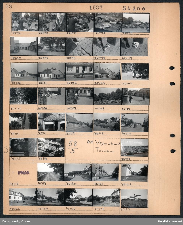 """Motiv: Skåne, Ängelholm; Människor på ett torg med torghandel, innergård med tegelbyggnader, detalj av gata, en katt ligger på gatan, stadsvy med hus, en man sopar gatan, gatuvy med fotgängare - hästdragen kärra och en bil, två kvinnor vid en parksoffa, porträtt av en kvinna med käpp, exteriör av byggnad med text """"Otto Kjerrström Tidningar"""", en port, grönsaker upplagda på ett försäljningsbord.  Motiv: Skåne, Vejby strand, Torekov; Vy över hamn med båtar, landskapsvy med grusväg och stenmur, två kvinnor går på en väg, gatuvy med hus, vägskylt """"Vejbyslätt Förslövsholm Kustsanatoriet Magnarp Ängelholm""""."""