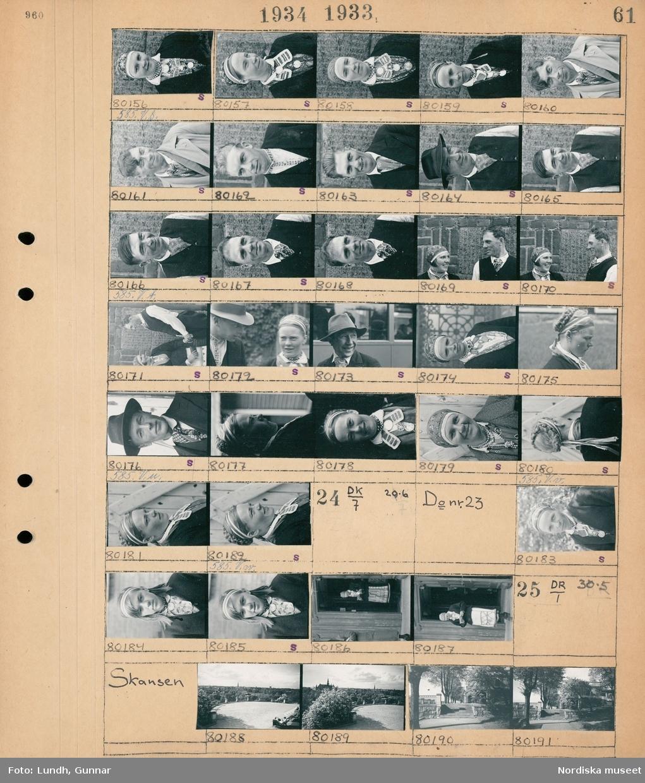 Motiv: Rågöbor på Stockholmsbesök; Porträtt av en kvinna, porträtt av en man, porträtt av en kvinna och en man.  Motiv: Rågöbor på Stockholmsbesök; Porträtt av en kvinna, en kvinna står i en dörröppning och läser.  Motiv: Skansen; Stadsvy med grusplan i förgrunden, vy över park med trappa och allé.