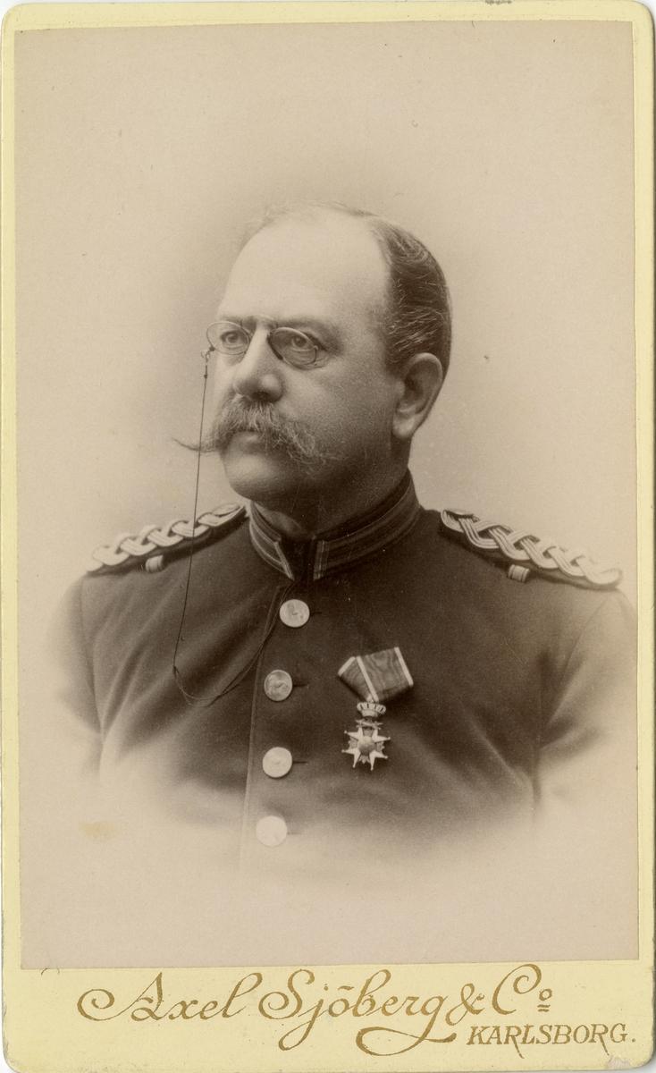 Porträtt av Otto Wilhelm Löwenborg, officer vid Västgöta-Dals regemente I 16.  Se även bild AMA.0007824.