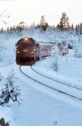 Persontog fra Fagernes til Oslo S under innkjøring til Treva