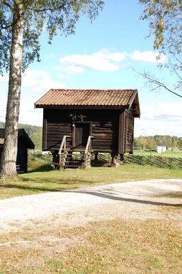 Stabburet_fra_Logn_-_Aurskog-Hland_bygdetun_-_MiA_Museene_i_Akershus.jpg. Foto/Photo