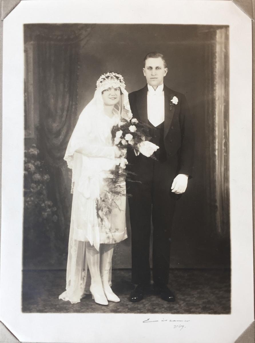 Vänersborg,  Bröllopsfotografi Ragnhild (född Larsson) och Libert Floberg.