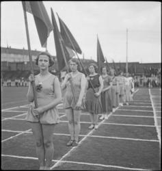 1. Mai 1932 på Dælenenga i Oslo. Kvinnelige idrettsutøvere d