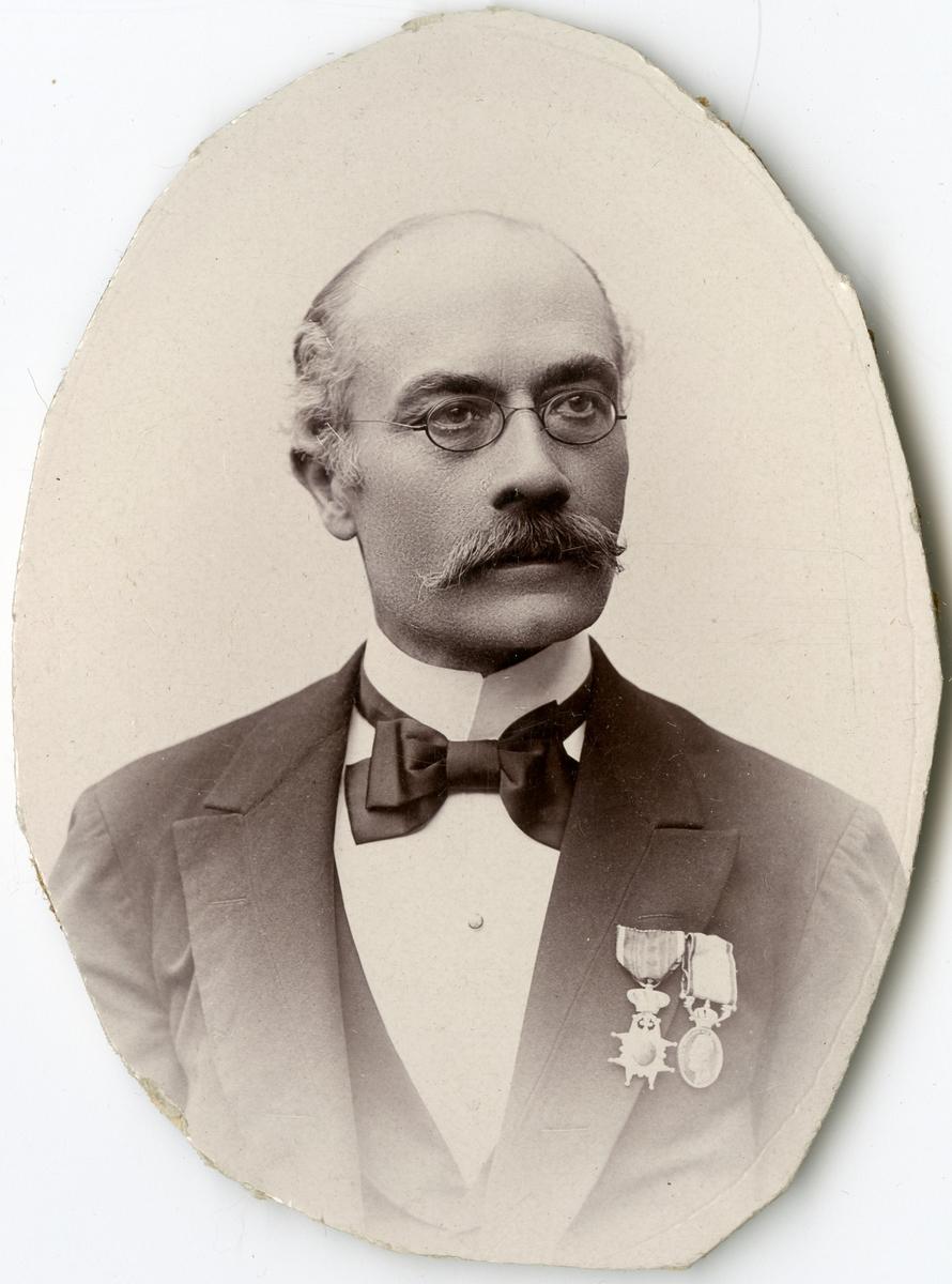 Porträtt av J. E. Lindberg vid Stockholms Tyg-, ammunitions- och gevärsförråd.