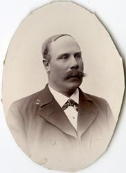 Porträtt av E. Ljungvall vid Stockholms Tyg-, ammunitions- o