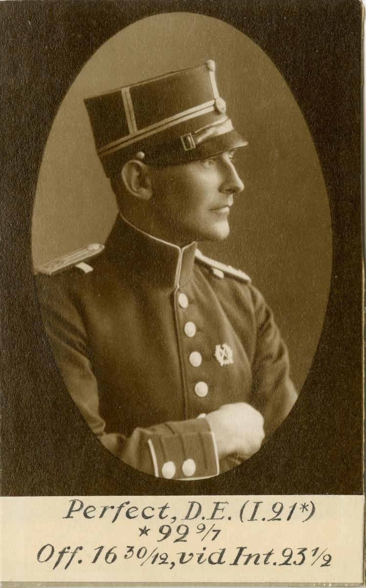 Porträtt av David Einar Perfect, officer vid Västernorrlands regemente I 21 och vid Intendenturkåren.