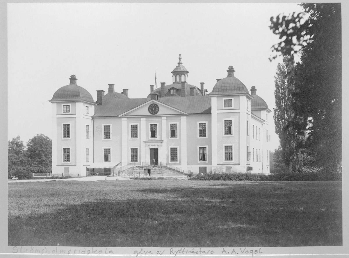 Strömsholms slott, Arméns ridskola, exteriör.