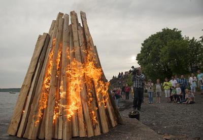 Det var Hamar Rotary klubb som sto for selve tenninga av bålet i 2016.