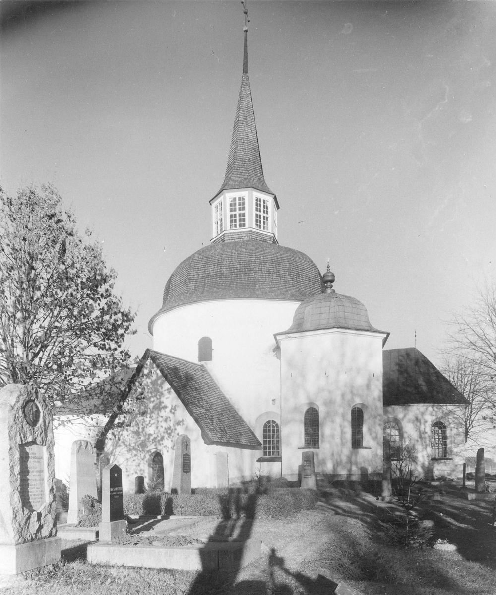 Munsö kyrka efter restaureringen 1947.
