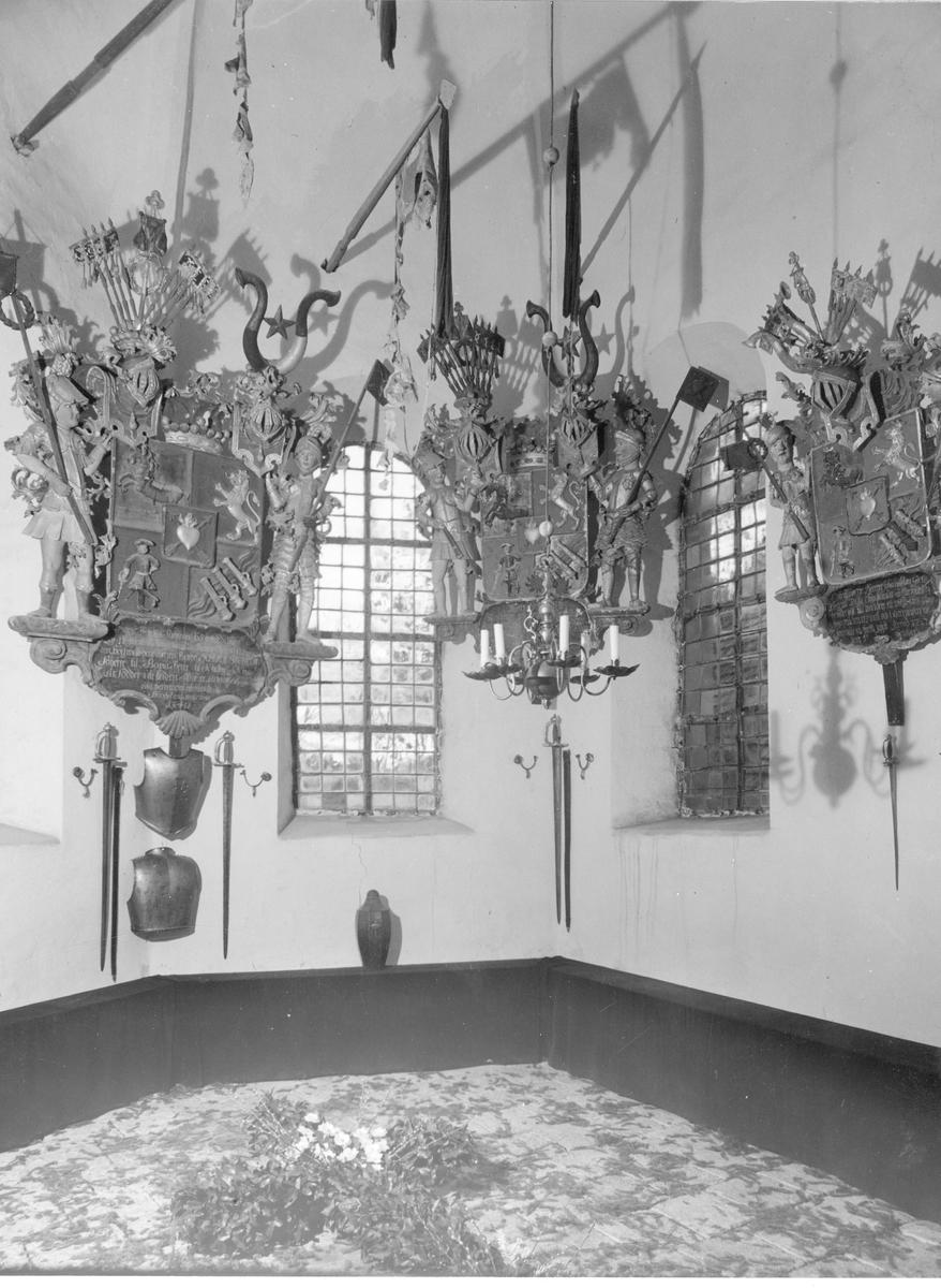 Ätten Gierttas gravkor i Munsö kyrka efter restuarationen 1947.