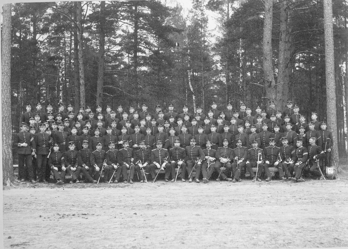 Grupporträtt, soldater och officerare vid Karlsborgs fästning.