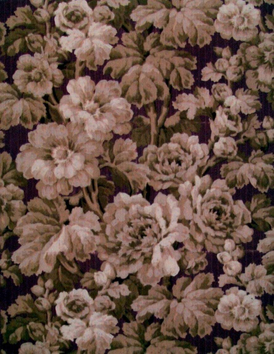 Ett tätt ytfyllande rosenmönster i flera laxröda nyanser på en vinröd bakgrund. Textilimiterande.