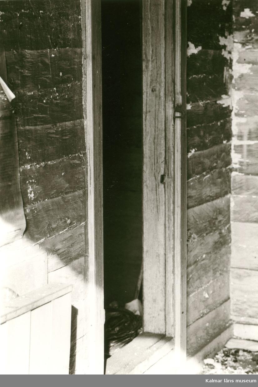 Hälleberga kyrka: Brandorsaken var ett elfel. Branden var 1976-10-18. Tornet under rivning. Del av vapenhuset.