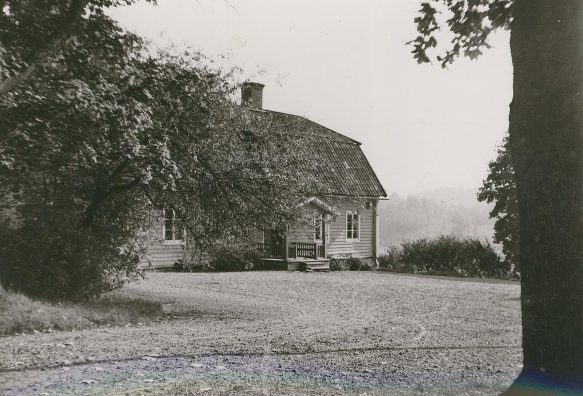 Flygeln mitt emot den nuvarande manbyggnaden på Grävsätters gård.