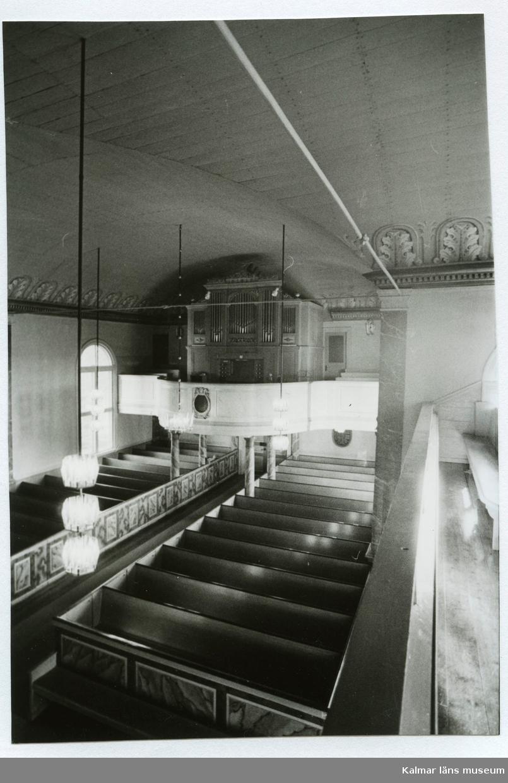 Orgeln och orgelläktaren i Hälleberga kyrka före branden 1976