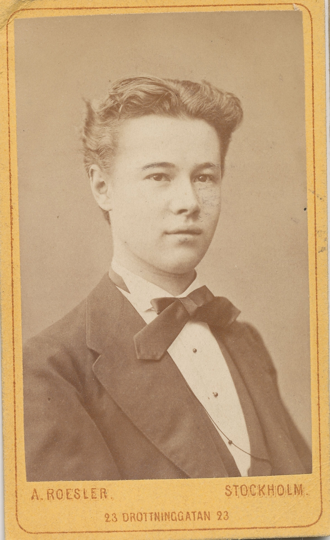 """Frithiof Cronhamn som ung, (17 år gammal). Handskrivet på fotots baksida står """"Den 5 maj 1873 kl 1""""."""