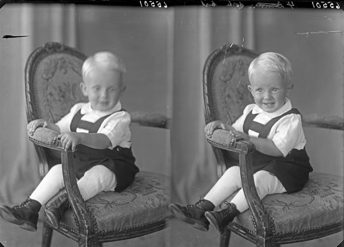 Portrett. Et barn. En liten gutt. Bestilt av Peder Klunttveit. Espevik.