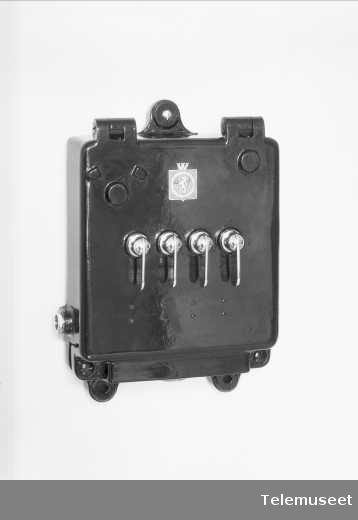 """Modell-veksler, for 4 lj, vanntett for """"Olav Trygvason"""", Elektrisk Bureau."""
