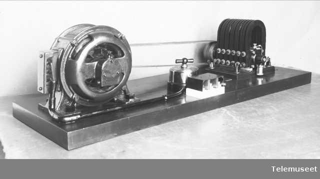 Generalinduktor med motor. Elektrisk Bureau.
