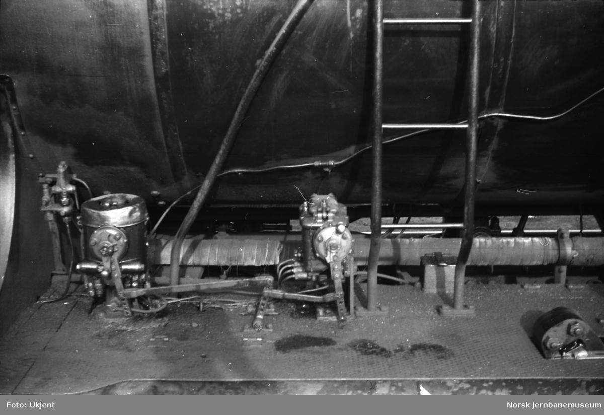 Damplokomotiv type 39a nr. 168 - smørepumper