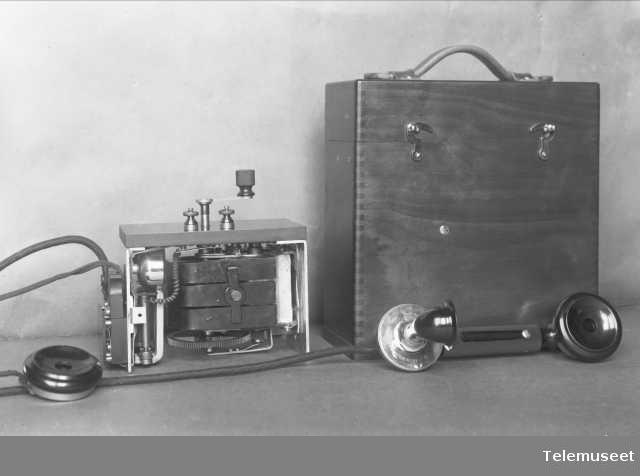 Telefonapparat, felttelefon. Elektrisk Bureau.