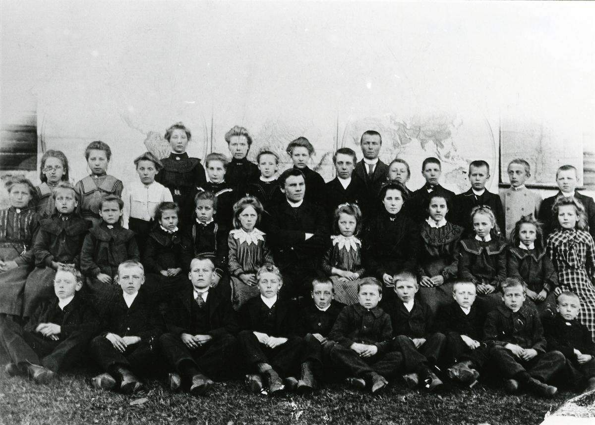 Skulefoto frå Garthus, 1905.