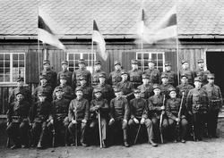 Soldater på Trøgstad fort i 1917.  2. rekke nr. 3: Peter År