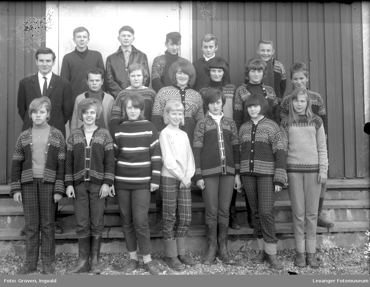 Skolebilde fra folkeskolen, Solhaug skole, Åsenfjord.