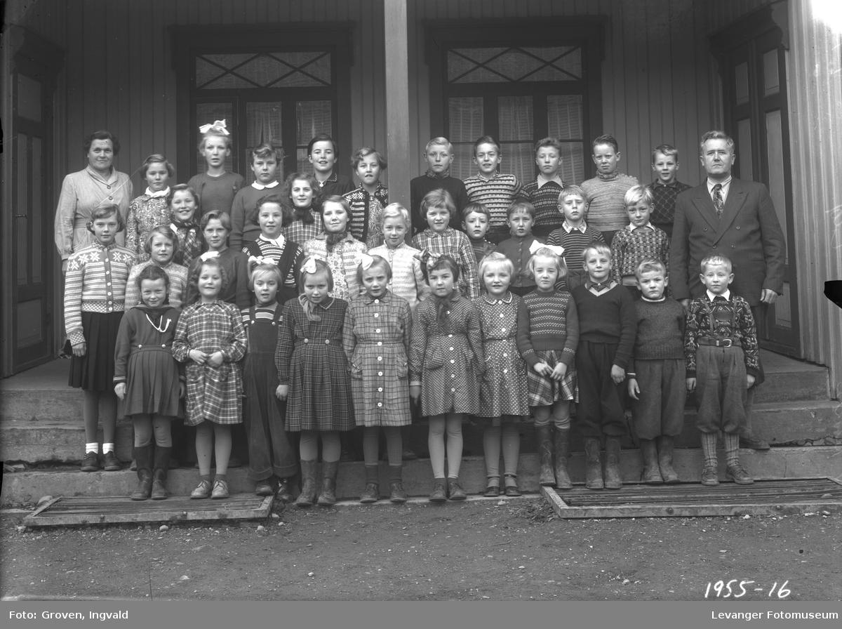 Skolebilde fra folkeskolen. Vuku skole.