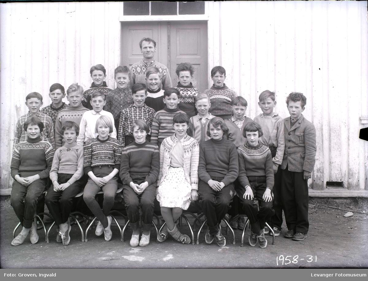 Skolebilde fra på Ytterøya, folkeskole.