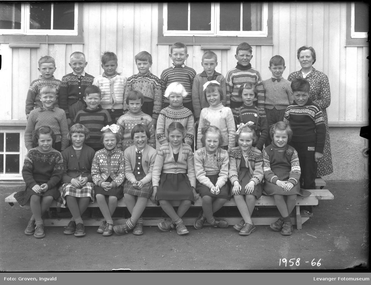 Skolebilde fra folkeskole. Skole i Selbu.