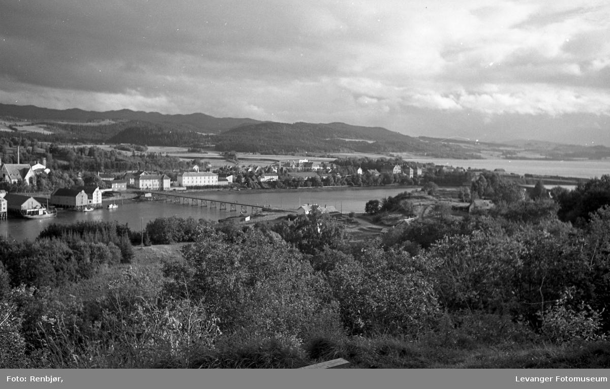 Utsikt over Levangersundet fra Nesset, mot Moan.