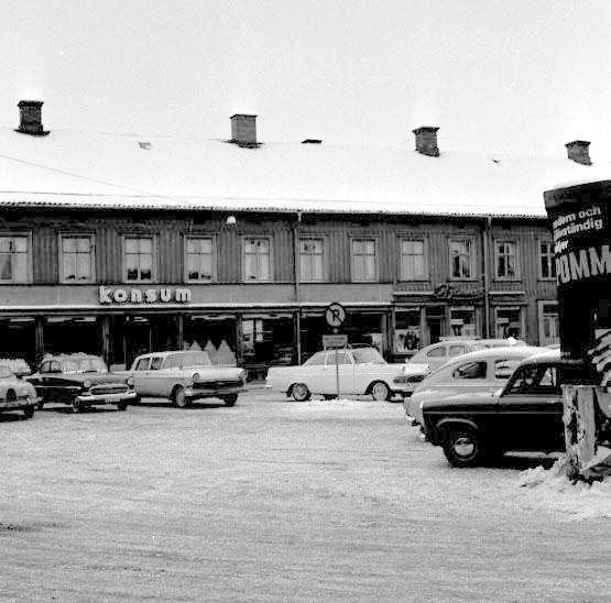 Skara. Fisktorget 1958.FISKTORGET = Hötorget.